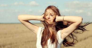 vėjas mergina vasara gamta