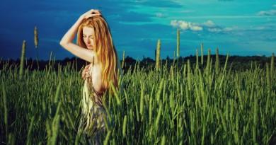 mergina laukas pieva