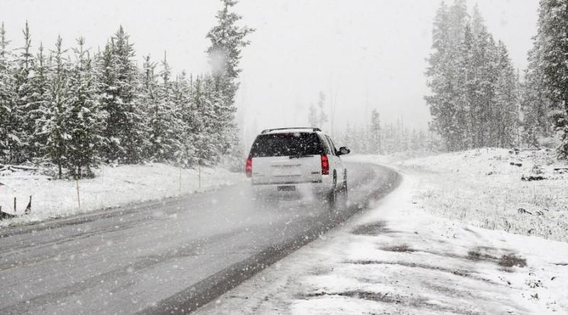 ziema-kelias-sniegas