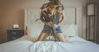 mergina gėlės kambarys lova