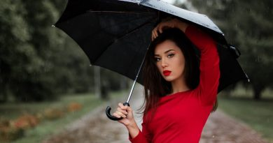 mergina lietus skėtis