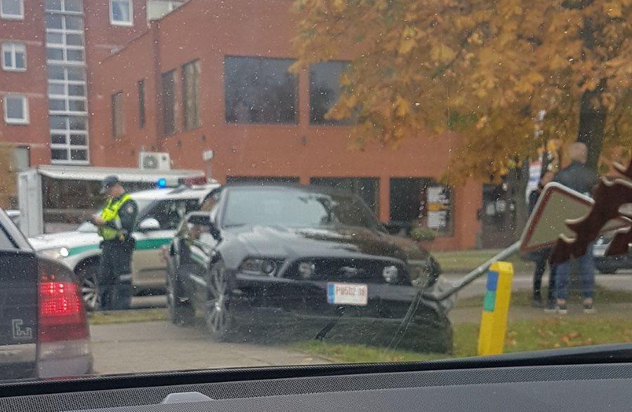 Ford Mustang avarija