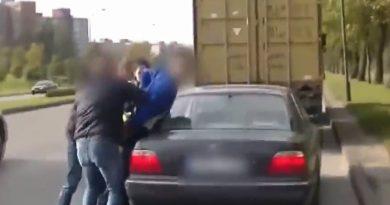 Policija sulaiko nusikaltėlį