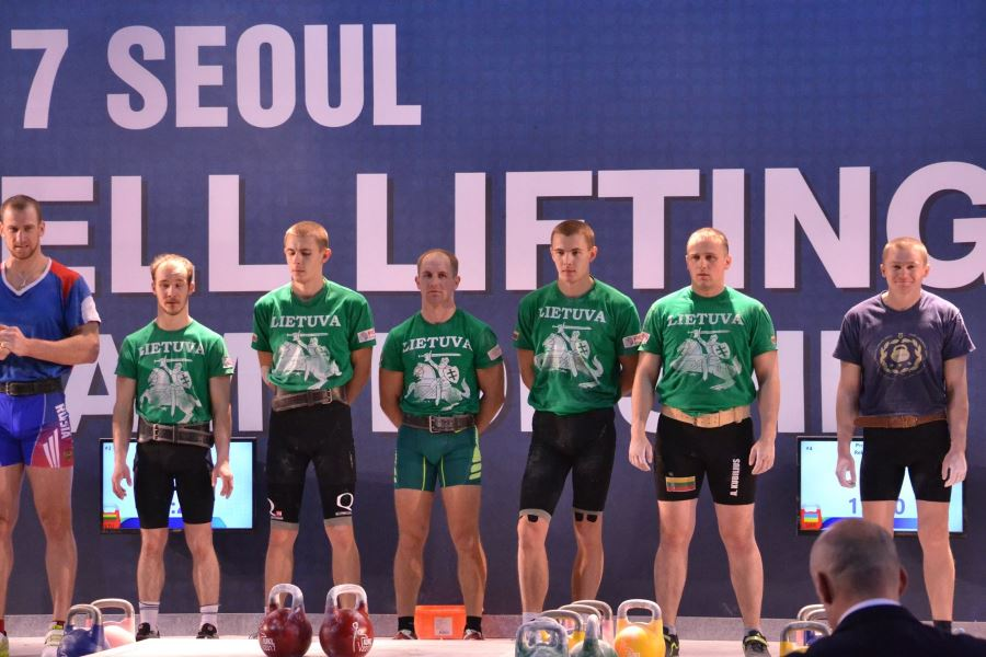 Lietuvos svarsčių kilnojimo komanda Seule
