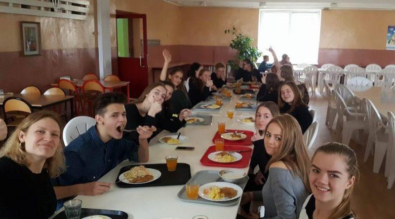 """Žiežmarių miestelio jaunimas sudalyvavo """"Socialinio suflerio"""" projekte"""