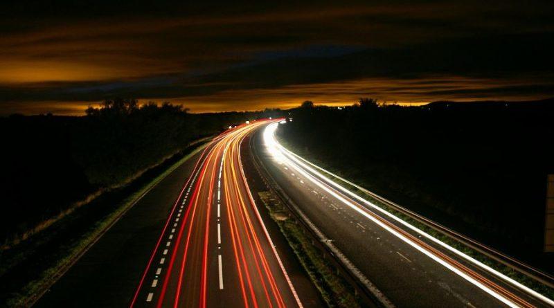 kelias greitkelis automagistralė naktis
