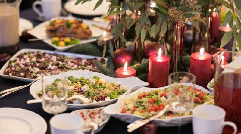 kūčios kalėdos šventės stalas