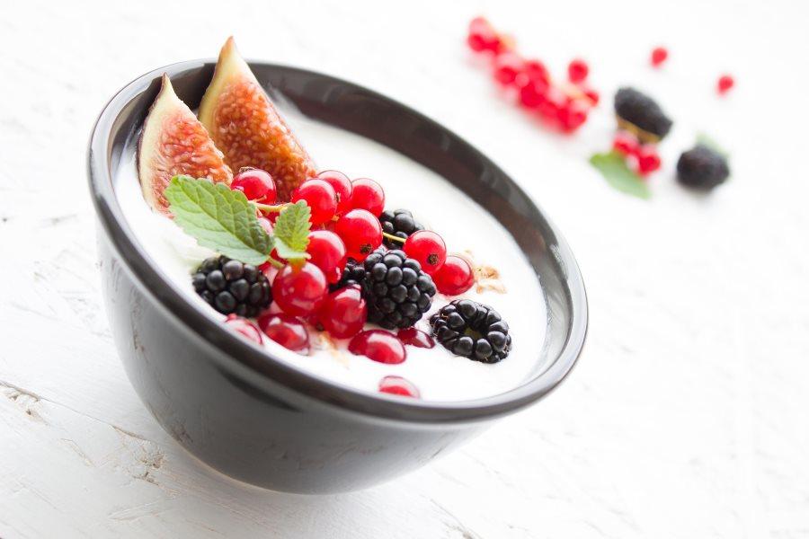 jogurtas desertas vaisiai pusryčiai