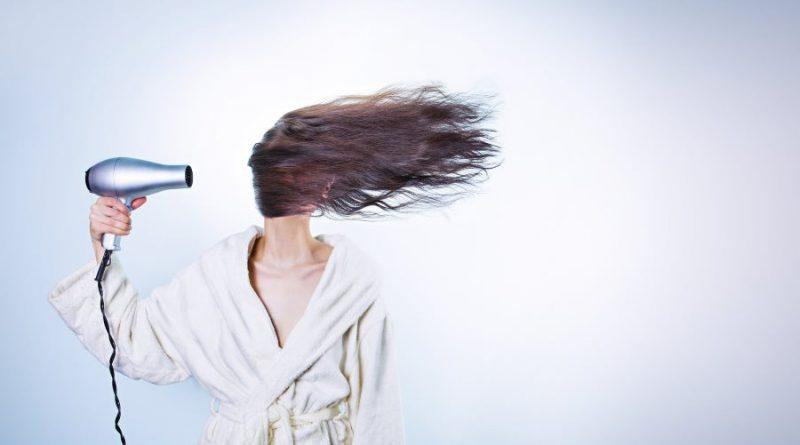 mergina plaukai plaukų priežiūra