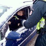 Kaišiadorių r. PK pareigūnai sveikino moteris vairuotojas bei pėsčiąsias (3)