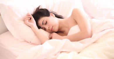 mergina miegas lova