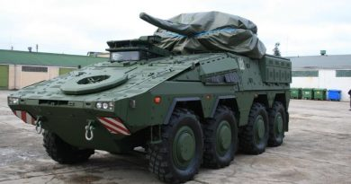 """Kariniam paradui į Lietuvą atvyko pėstininkų kovos mašinos """"Vilkas"""""""