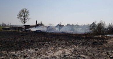 Liepsnos siaučia jau ir Trakų rajone – dega 4 pastatai