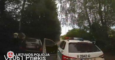 """Po įtemptų gaudynių Elektrėnuose """"kelių erelis"""" atsidūrė areštinėje (video)"""