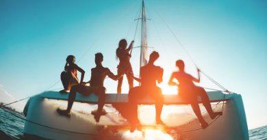 Plaukimas laivu Trakuose: išskirtinė pramoga ir dovana